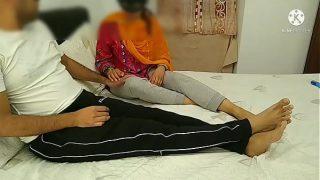 अपनी बेटी की करतूत बचाने के लिए सास ने किया दामाद को कर दिया खुश। अब कोई नाराजगी नहीं सासू मां साफ हिंदी आवाज़ में देखिए
