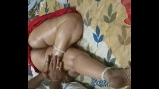 Hot Mom massage Tamil Mom Fucking her Husband Friend