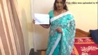 Telugu aunty show her Big Boobs