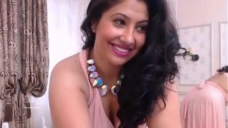 Telugu Mumbai horny housewife spreading legs and fingering her wet pussy on Xvideos tv